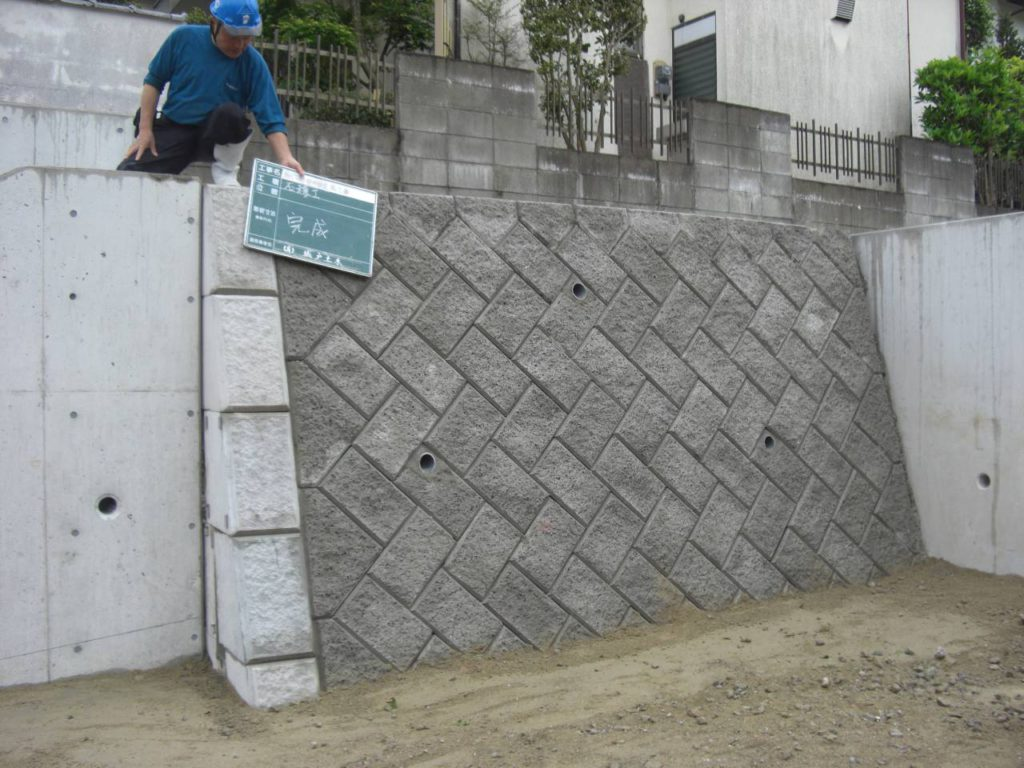 西区拾六町石積み擁壁工事